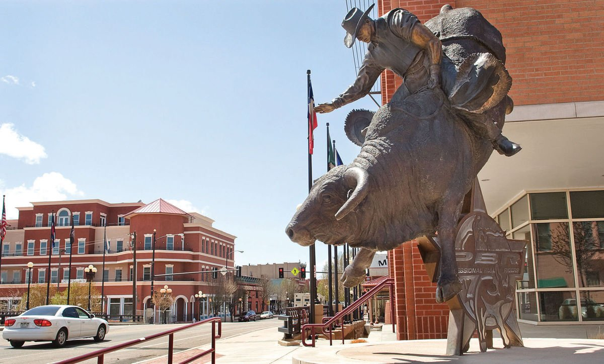Pbr opens 25th season this weekend in madison square garden pueblo economic development corp for Bull riding madison square garden